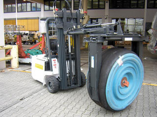 The KAUP Mini Drum Tipping Clamp T405-130 in use.