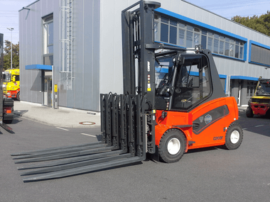 Two powerhouses: the six-pallet handler 10T429-4-6 from KAUP and the Carer A80/900X.