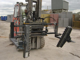 The KAUP Rotating Roll Arms T106AH in use.