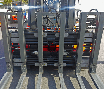 Hydraulic load stops, additional cylinders, special fork tines etc. make this six-pallet handler special.